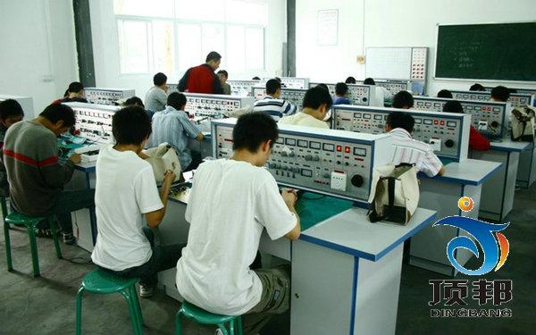 元器件放置在通用电工电子实验室实验桌下边左右柜内,通用电工实验室