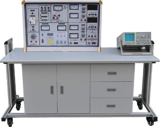 电路模块与平台板的信号线使用导线连接