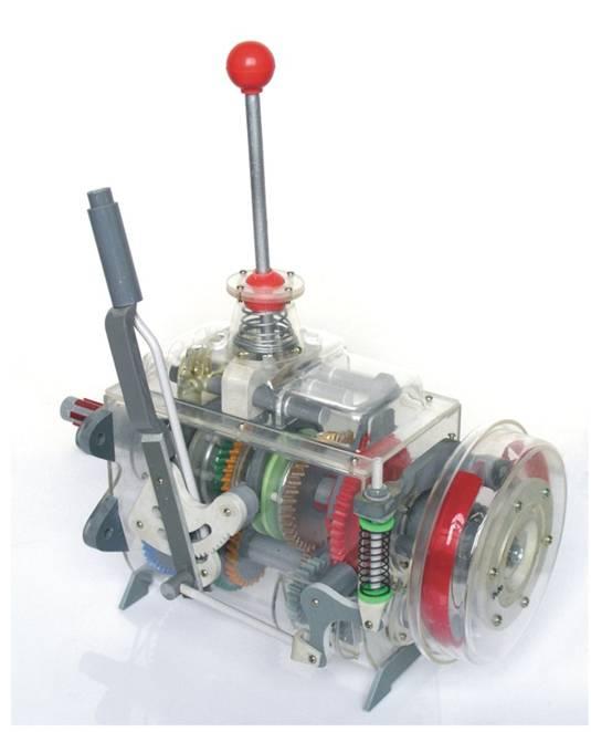 东风EQ140型五档变速箱及手刹总成模型