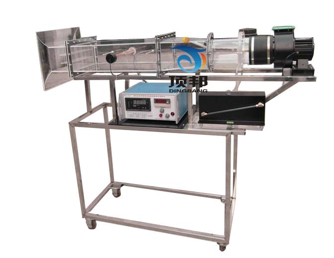 温度由高精度温度传感器测量,万能信号输入巡检仪和高精度数字显示