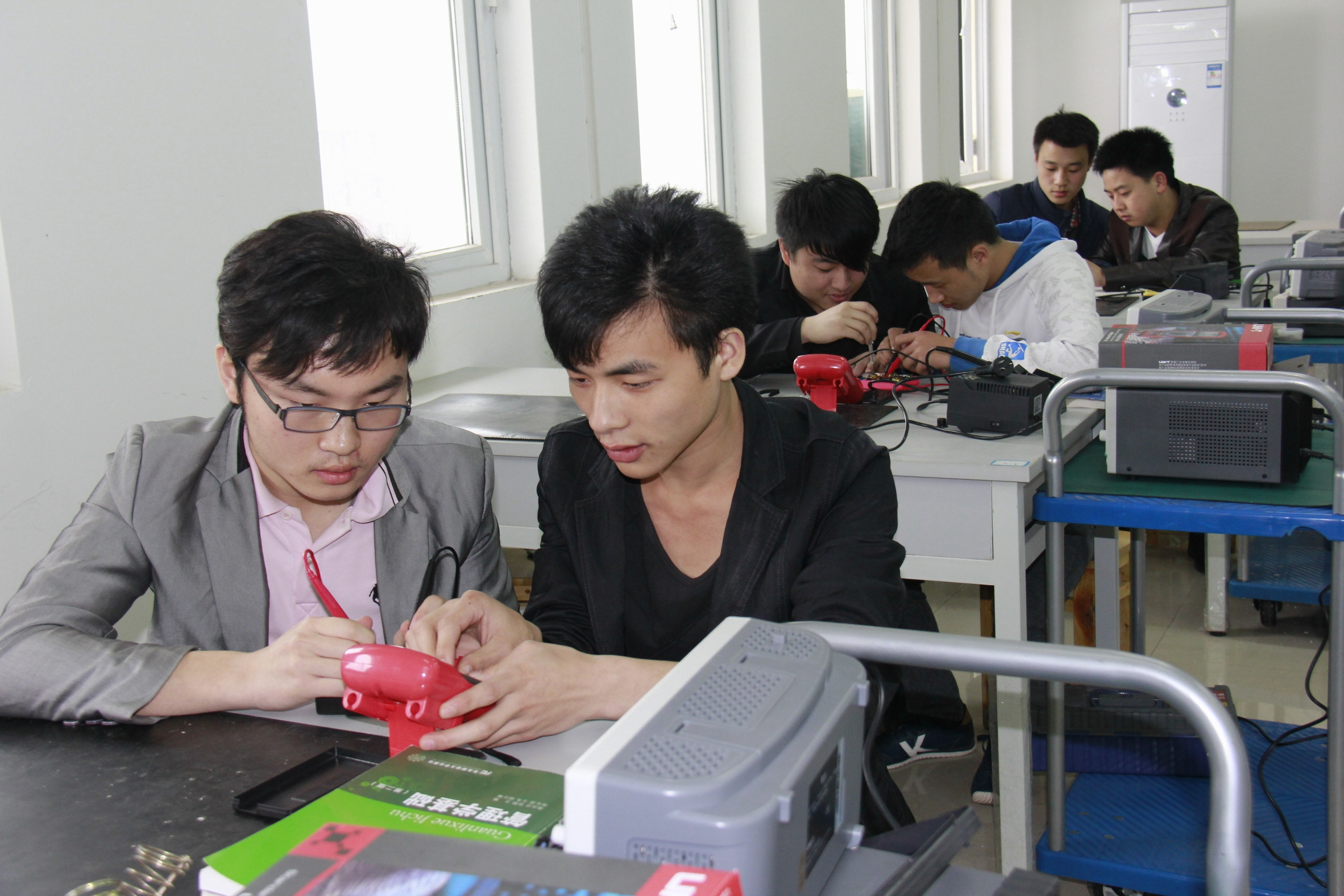 电子产品维修测试实训室