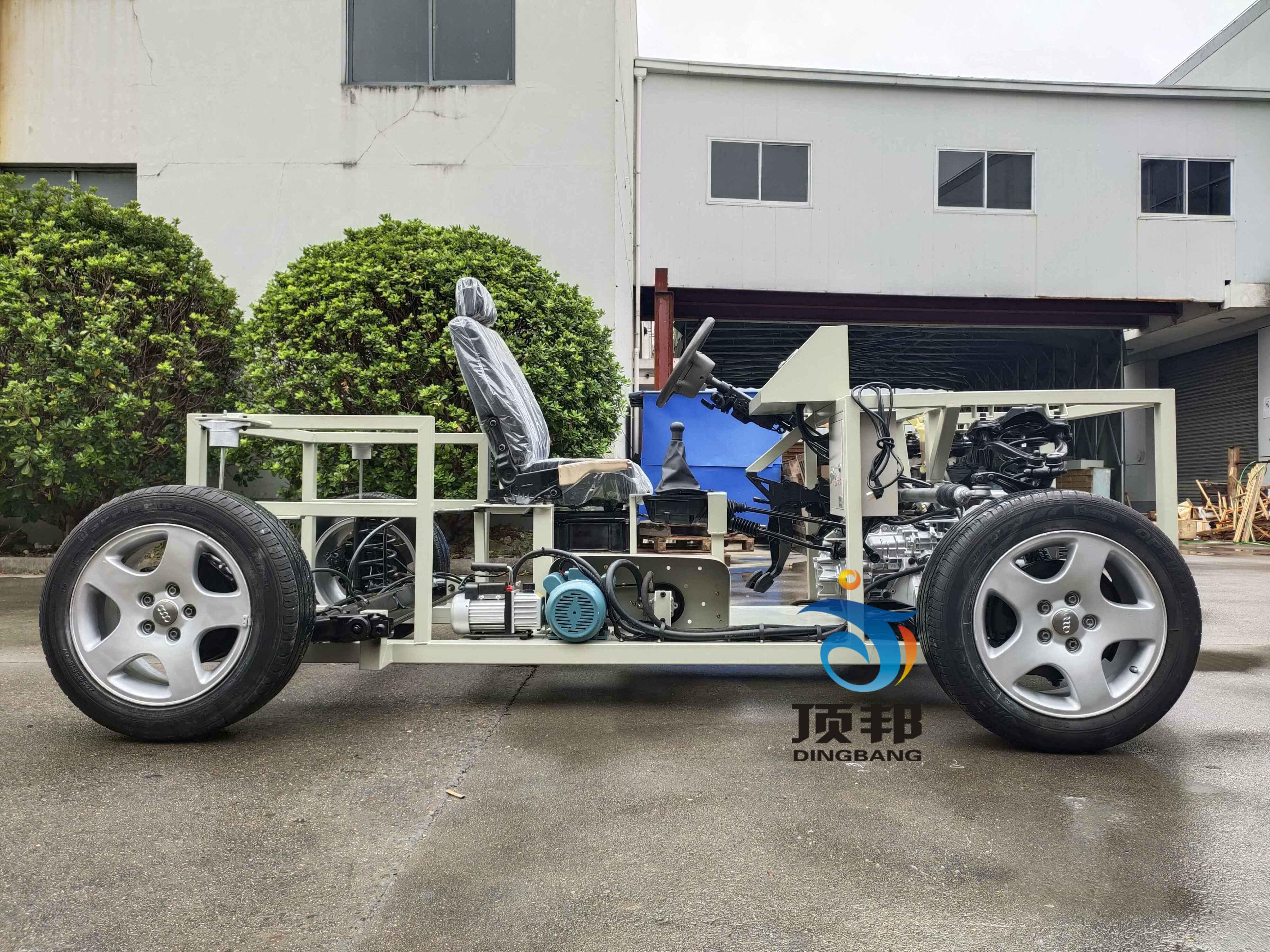 奥迪A6汽车综合底盘实训台